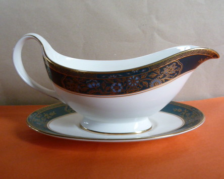 SOLD - C9N 1960s Royal Doulton 'Carlyle' pattern (H5018) Sauce boat & base