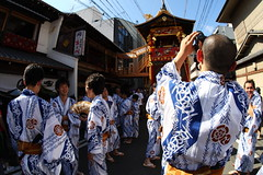 Taking a photo (Teruhide Tomori) Tags: travel festival japan kyoto traditional fisheye event  yukata  15mm    gionmatsuri      yamaboko