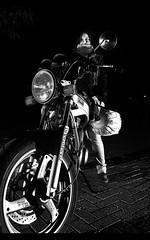 Mis dos nias (Rubn Otero) Tags: bw girl bike naked mujer nikon chica flash sigma motorbike moto motorcycle motor suzuki rossi valentino superbike d300 gs500 neska 18200mm agv motorgirl