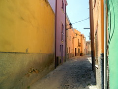 Colorful decay (Arend Jan Wonink) Tags: sardegna vacation italy holiday colors vakantie nikon italia sardinia via bosa itali straat lacosta sardini colorfuldecay nikoncoolpixl110 bosacitt