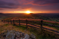 Great Ridge (John Finney) Tags: morning sunshine sunrise fence rocks peakdistrict winhill edale firstlight mamtor hopevalley losehill greatridge