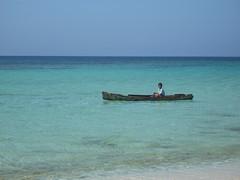 Bambino Garifuna (V&india) Tags: sea baby sun boat nikon mare honduras roatan isla garifuna bambino centroamerica cayos cochinos isladelabahia roatan0109