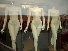 Three Barbie Graces (Jens Rost) Tags: mannequin female nude nu nackt vrouw nudo desnudo femenino manekin naakt thethreegraces  maniqu  manken nagi   weiblich femelle    nainen kobieta femmina    kvinde kadn indossatrice alaston detregratier plak  dscn2600   mannequindukke  mannekiini diedreichariten