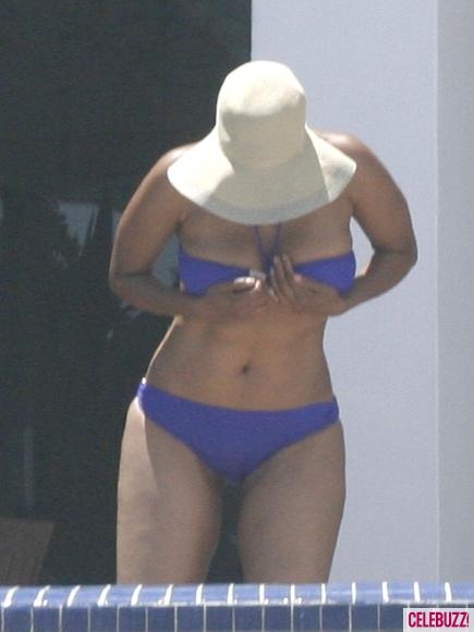 Tyra-Banks-Bikini-9-435x580