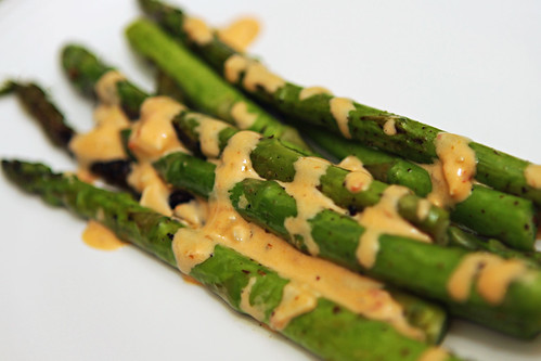 asparagus with chili garlic mayo sauce