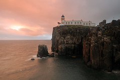 Pink skies at Neist Point Lighthouse, Skye (iancowe) Tags: pink sunset red lighthouse skye point twilight glendale little stevenson minch gloaming neist northernlighthouseboard nlb neistpoint neistpointlighthouse lighthousetrek wbnawgbsct