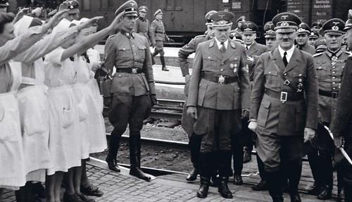 Durante un viaje al Este como miembro de la unidad de propaganda de las Fuerzas Armadas alemanas, Krieger tomó estas fotos del Führer.