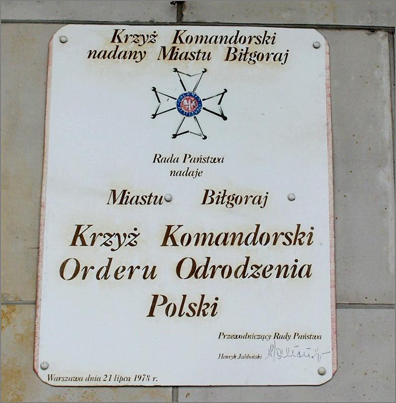 Urząd Miasta replika aktu nadania Krzyża Komandorskiego Orderu Odrodzenia Polski miastu Biłgoraj