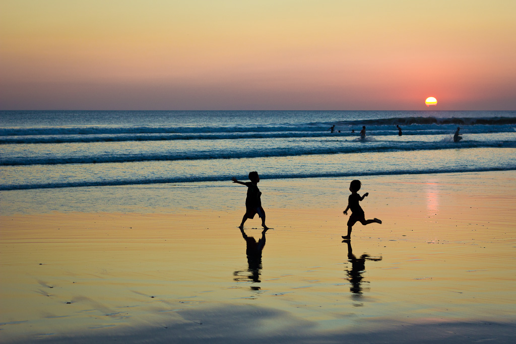 J81 / Silhouette : Couchant sur Kuta Beach