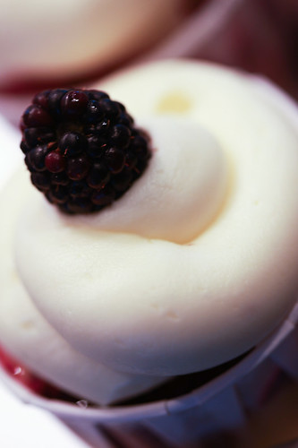 blackberry lemon cupcake