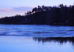 Ice on Svelngen 1 (Silva_D) Tags: morning winter lake ice water is vinter sweden vatten morgon sj vstragtaland vstergtland floda svelngen