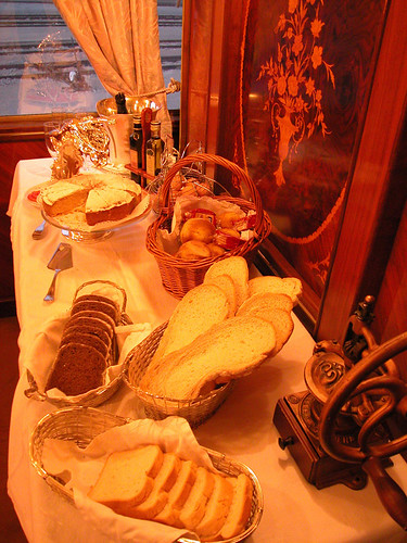 Al Andalus, luxury train in southern Spain, breakfast buffet