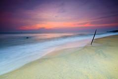 cinta tak harus memiliki (Mk Azmi) Tags: longexposure sea nature sunrise dawn nikon waves malaysia slowshutter terengganu cokin d90 dungun sigma1020 sigma1020mmf456 cokinp121m gnd4 gnd8 nikond90 cokinp121s teluklipat pantaiteluklipat sigma50th