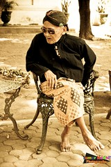 The Old Soldier of The Sultanate (Semur Kadal) Tags: canon indonesia yogyakarta hdr centraljava hbx adobelightroom sultanpalace 400d niksoftware kasultanan topazadjust ringexcellence keratonyogya hbix semurkadal semurkadalphotography museumsultanyogya