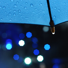 Give me back my sunshine ! (Anne*) Tags: rain umbrella stars lights drops pluie blues explore lumires toiles parapluie gouttes rainydays raslebol joursdepluie brusselssummerfestival ministract givemebackmysunshine annedhuart rendezmoimonsoleil
