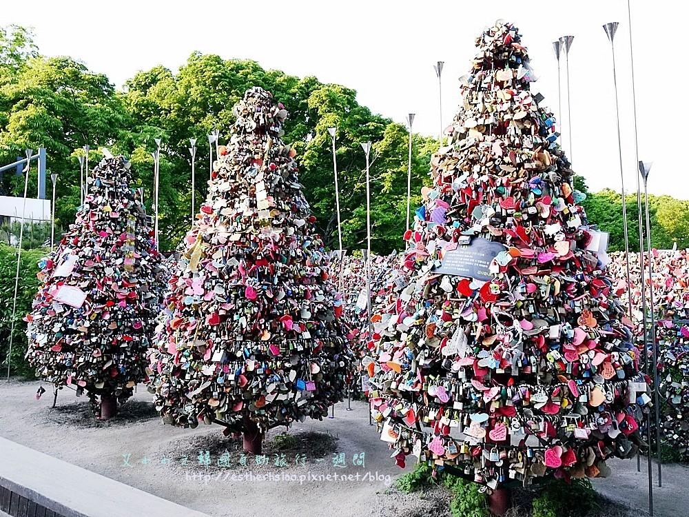 35 愛心鎖聖誕樹