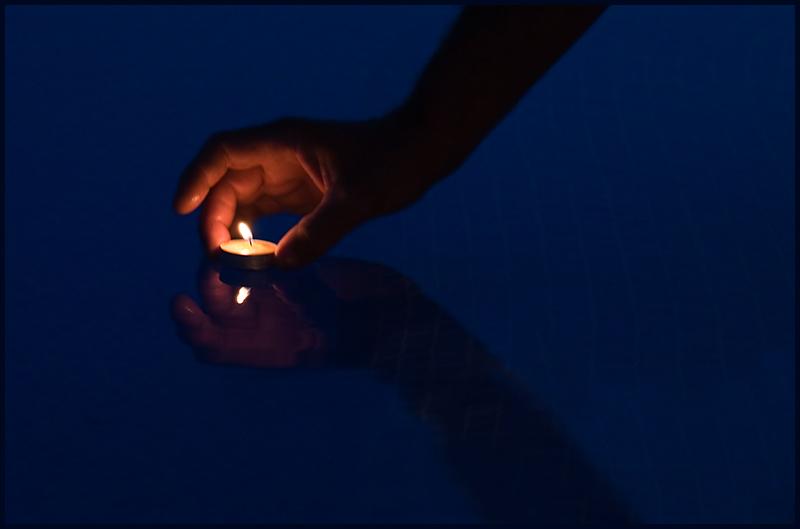 Adornare la oscuridad con una vela