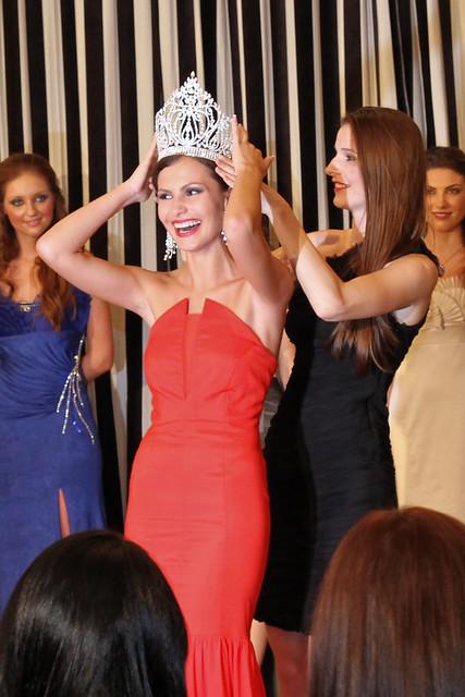 Larisa Popa merge la Miss Universe 2011! (foto şi video din semifinală şi cantonament)