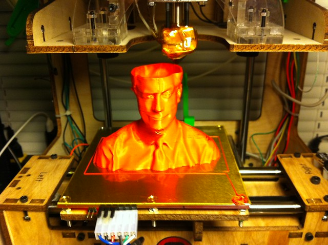 His chin needs a little cleanup #makerbot