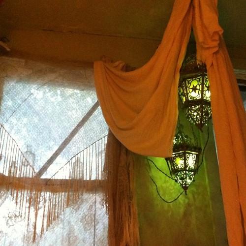 Bath pavilion, dusk de-glittering.