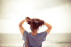 hair & lady (dongga BS) Tags: beach lady strand holga women frau dame biarritz haare holga120n biaritz canoneos50d schwungvoll ef100mmf28lmacroisusm braunundsanft