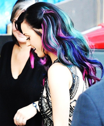 katy-perry-tie-dye-hair