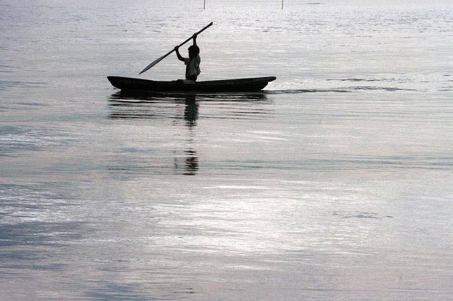Река Амазонка, мальчик рыбак. Амазонка, Перу 2011 © Kartzon Dream - авторские путешествия, авторские туры в Перу, тревел видео, фототуры