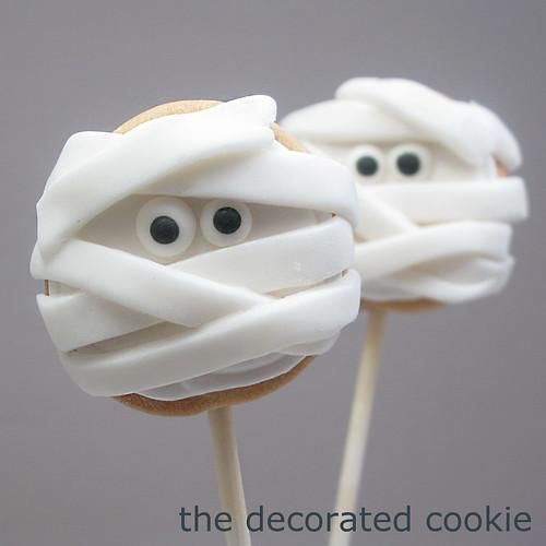 mummy cookie pops 1