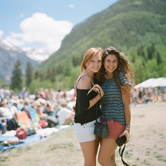 the girls (*Cinnamon) Tags: festival by one bluegrass kate telluride em portra 500cmkodak 400overexposed doublecapssister 2011hasselblad