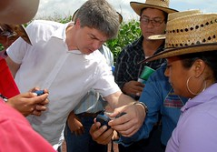 Kai Sonder teaches use of GPS (CIMMYT) Tags: people field mxico training mexico student experimental gente gis headquarters course demonstration staff learning campo teaching gps agriculture sig receiver plot sede curso participant researcher researchcenter estudiante empleado demonstrating receptor agricultura explaining parcela enseando aprendiendo geographicinformationsystems researchstation capacitacin demostracin capacitybuilding globalpositioningsystem explicando elbatn enseanaza experimentstation demostrando participante cimmyt investigador sistemadeposicionamientoglobal centrodeinvestigaciones estacinexperimental estacindeinvestigacin desarrollodecapacidades sistemasdeinformacingeogrfica kaisonder