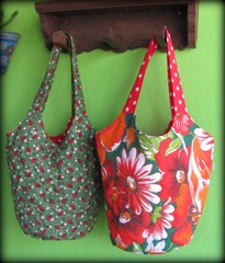 Bolsas modelo Florinda ... (Joana Joaninha) Tags: minasgerais bag quilt belohorizonte chita bolsas sextafeira varanda chitão joanajoaninha