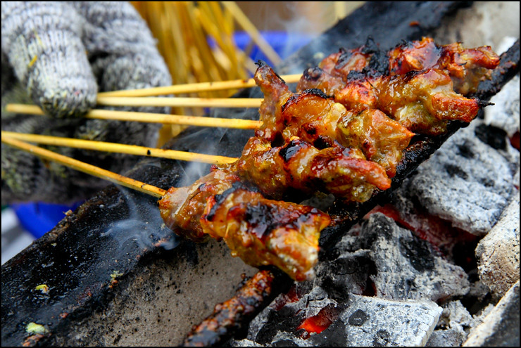 grilling-beef-satay