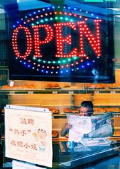 Abierto por vacaciones  NYC'11 (DFD'81) Tags: new york nyc travel viaje usa color pen chinatown open daniel olympus bakery abierto nueva franco ep1 dfd eeuu pastelera dfd81 danielfd