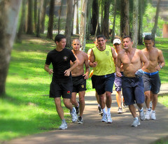 Here Come the Hunks (Colorado Sands) Tags: park parque men athletic costarica sanjose guys running runners dudes sanjos cr hunks centralamerica chicos guapos hombres puravida centroamerica ticos cityparks centralamerican costarican lasabana sandra