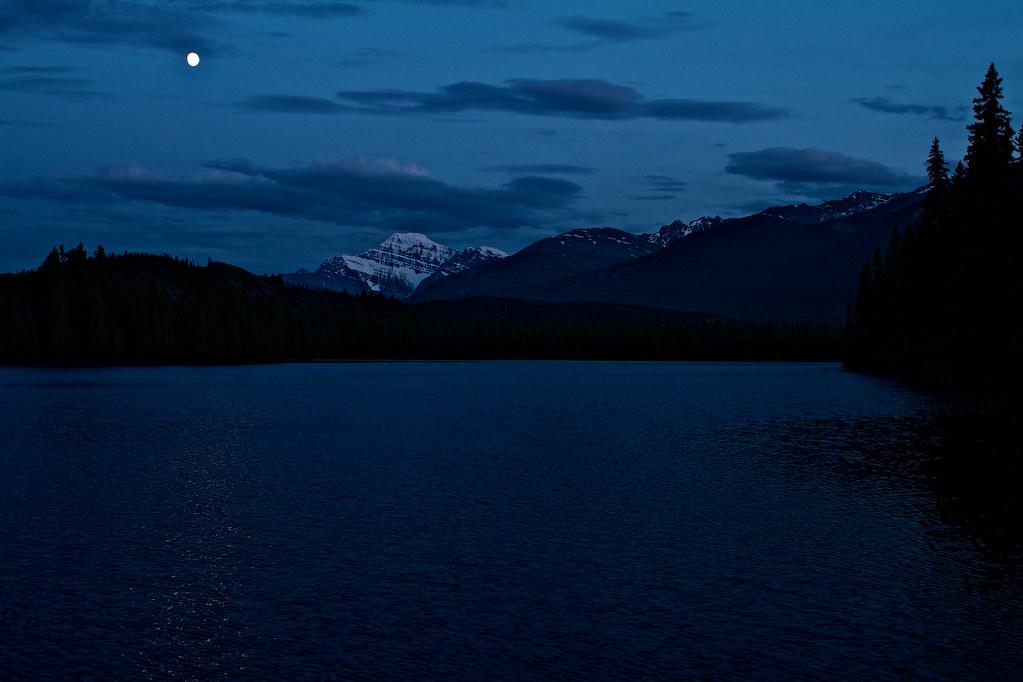 Lac Beauvert Moon