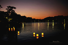 Lantern Festival (Mr. FRANTaStiK) Tags: nightphotography sunset lake japan reflections twilight silhouettes lanternfestival landscapephotography floatinglanterns senzokutokyo francistan saariysqualitypictures artistoftheyearlevel3 fongetzphotography