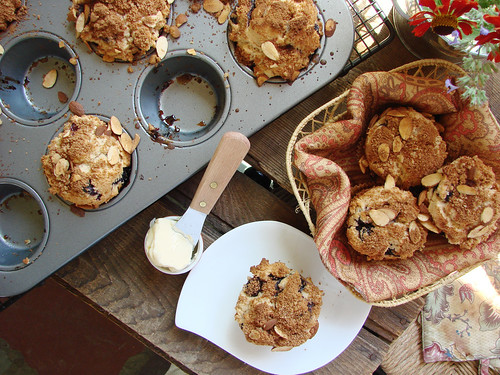 blueberry muffins // almond crumb topping