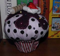 Cupcake alfineteiro (Nanatoys) Tags: handmade fabric cupcake tecido docinho alfineteiro artesanatohandmade