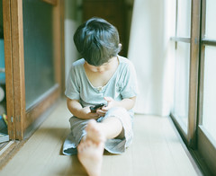 padawan of iPhone (Takafumi Goto) Tags: light film kids child pentax kodak 400 6x7 portra 67 iphone
