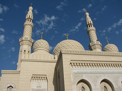 Dubai - Grand Mosque (Been Around) Tags: travel beach march dubai uae mosque emirate unitedarabemirates mrz  grandmosque jumeirahbeach vae moschee 2011 vereinigtearabischeemirate dubayy miratsarabesunis concordians thisphotorocks  worldtrekker 5photosday visipix