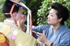 Mother (Teruhide Tomori) Tags: japan kyoto child traditional performance mother event   kimono yasakashrine  gionmatsuri   gionmatsurifestival