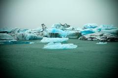 Jkulsrln Icebergs (Mel Toledo) Tags: blue lake verde green ice gelo water gua azul lago iceland islandia europa europe overcast arctic nublado icebergs jkulsrln markii vividcolors rtico melsphotos 2011 canoneos5d meltoledo meltoledosphotos meltoledoflickr