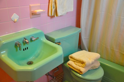 Green Sink, Pink Tile, Vintage Bathroom Fixtures