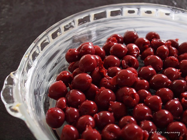 a pie dish of cherries