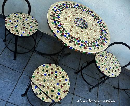 Mesa e Bancos em Mosaico