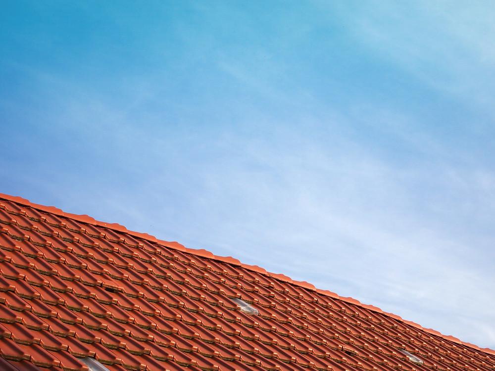 Dach unter dem Himmel