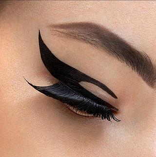 Dior Velvet Eyes 1