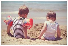 Be Brothers. (Martolda) Tags: summer children la child estate brothers bokeh bambini acqua sabbia sperlonga bimbi fratelli sfuocato maresea braccioli martolda