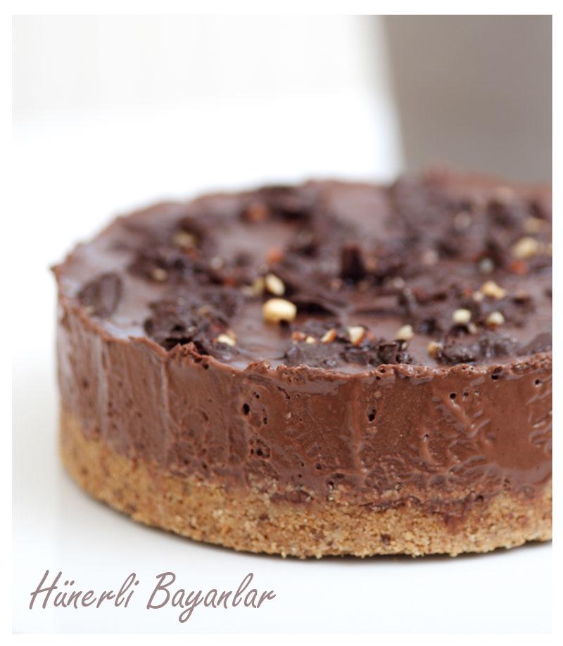 Ceviz Tabanlı Çikolata Kremalı Pasta