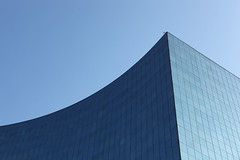 Blue (schoeband) Tags: blue sky toronto ontario canada architecture universityoftoronto architektur minimalism universityeyeclinic